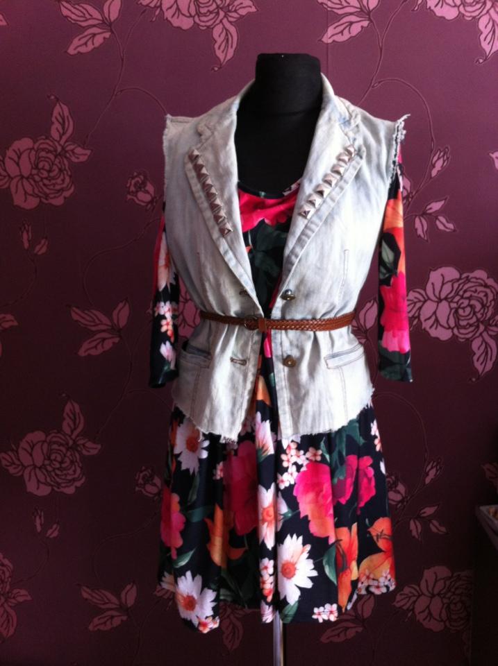 tinuta cu vesta de blugi si curea Iulia Andrei fashion blog